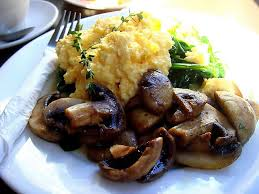 Simple and light; scrambled eggs with grilled balsamic mushrooms