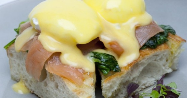 Ricardo's Eggs Benedict