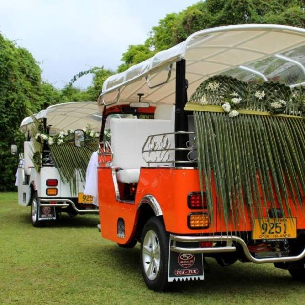Wedding tuk-tuk train - photo Tik-e tours