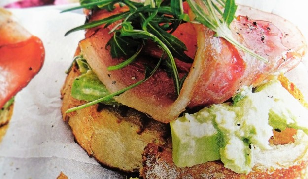 English muffin with bacon and avocado salad