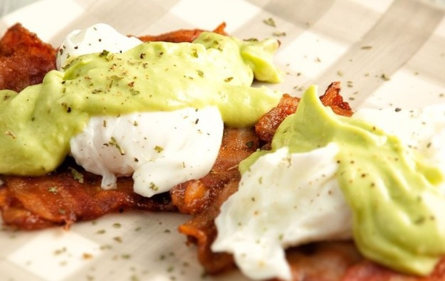Bacon, poached eggs and creamed avocado