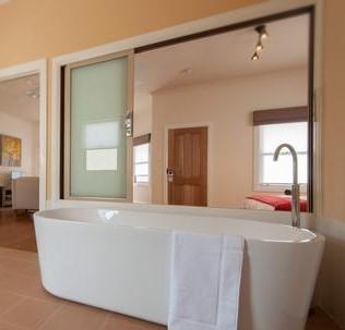 Heron bathroom. Photo by Lindi Heap courtesy The Nest