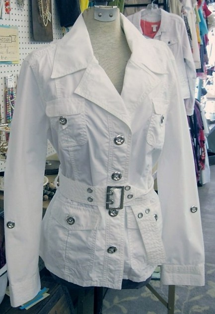 Buckle trench coat