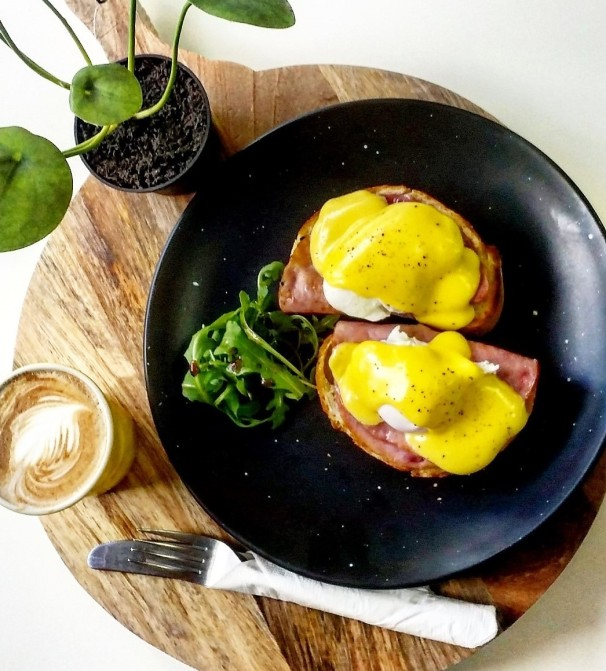 Yass cafes_Kaffeine 2582 Eggs Bene