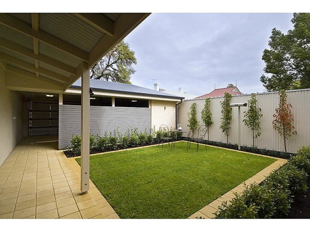 simple Aussie backyard 1